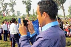 छाप्रामा बास, हातहातमा स्मार्ट फोन