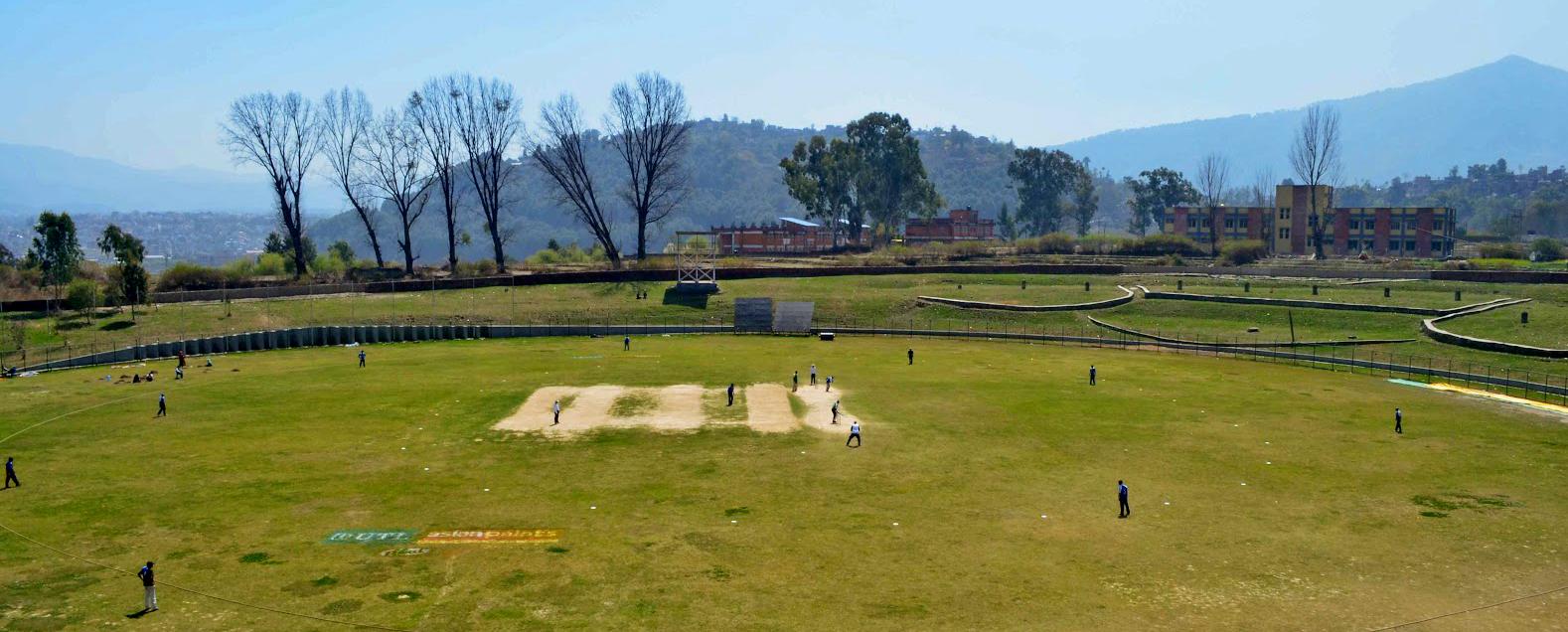 काठमाडौं किर्तीपुरको क्रिकेट खेल मैदान। अन्तराष्ट्रिय स्तरको खेल खेलाउने नेपालमा हाल यो मात्र मैदान रहेको छ। यो मैदान पनि सबै अन्तराष्ट्रिय क्रिकेट मैदानको मापदण्ड अनुसारको छैन।