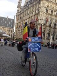 विश्व साईकल यात्री कार्की बेल्जियममा